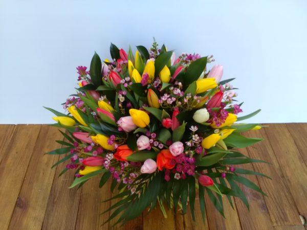 Amsterdam - 50 tulipanes multicolor + verdes decorativos